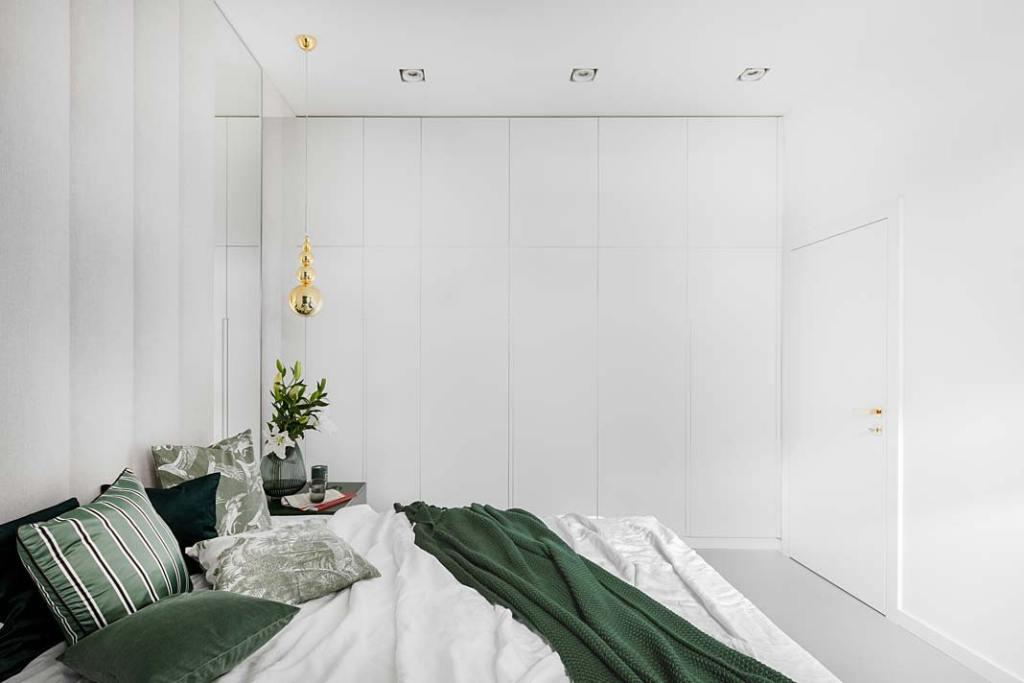 Białe meble w sypialni. Garderoba na wymiar. Projekt Magdalena Bigos-Smoszna, Idea by Mag