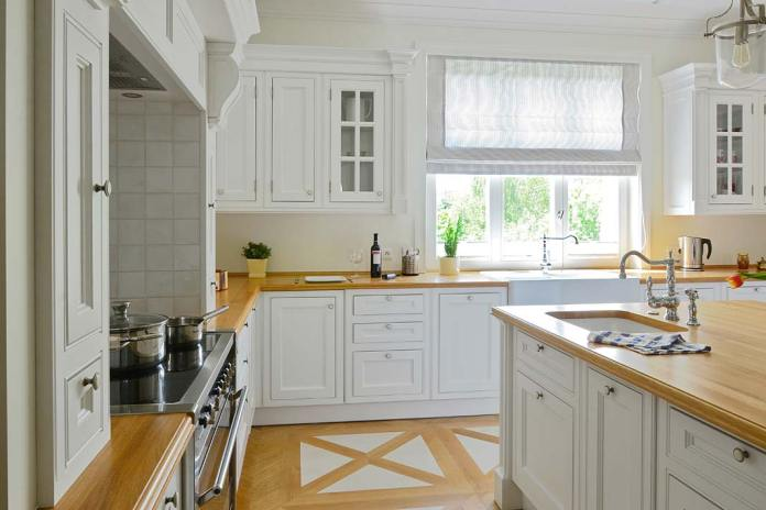 Blat kuchenny drewniany na wymiar w kuchni zlinii Classic firmy Akan