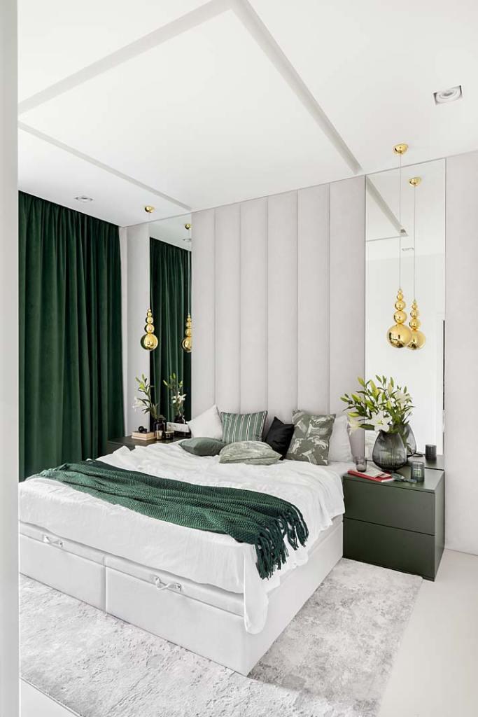 Butelkowa zieleń w sypialni, tapicerowany zagłówek, złote dodatki. Projekt Magdalena Bigos-Smoszna, Idea by Mag