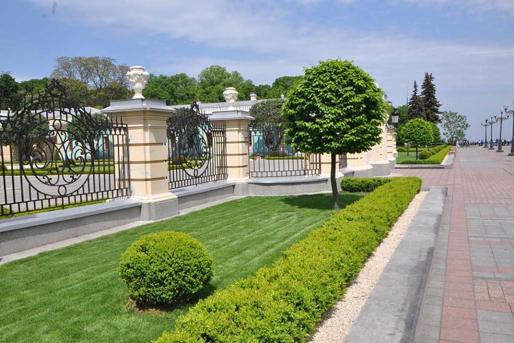 Kijów. Ogrody pałacu Maryjskiego