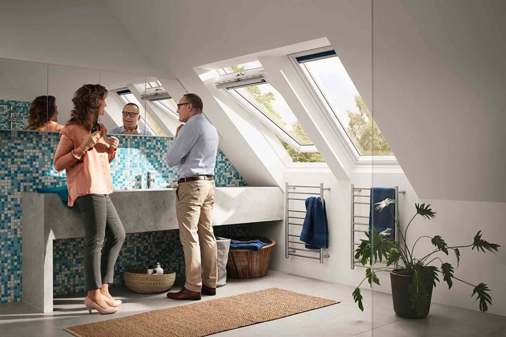 Łazienka z oknem dachowym Velux GLU 0061