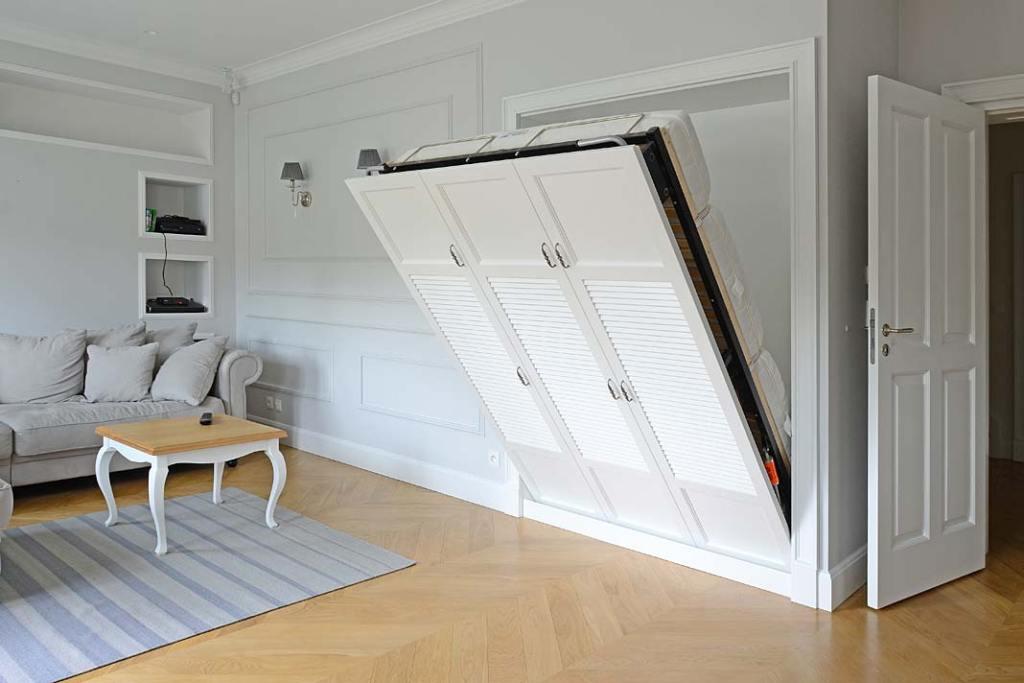 Meble do małych pomieszczeń. Łóżko chowane w ścianie Akan