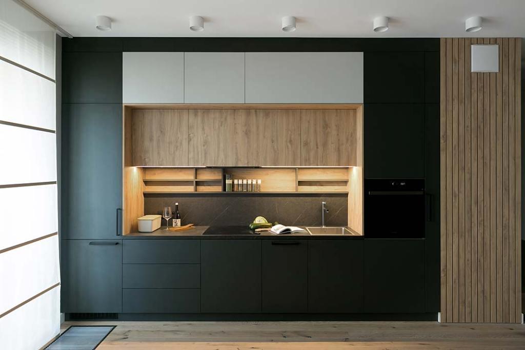 Nowoczesny aneks kuchenny, czarne proste szafki, projekt MIKOŁAJSKAstudio