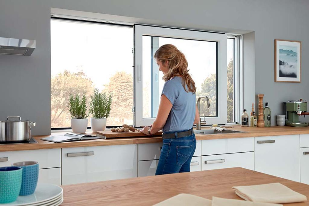Okna przesuwne oszczędzają miejsce w kuchni, propozycja Siegenia