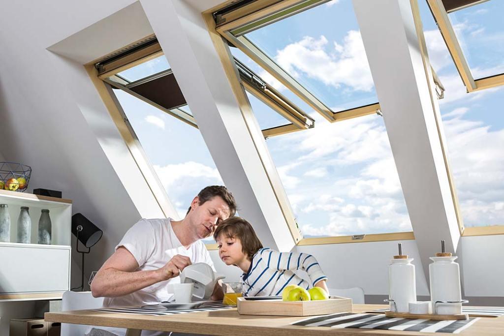 Okno dachowe w kuchni, uchylno-obrotowe marki Fakro