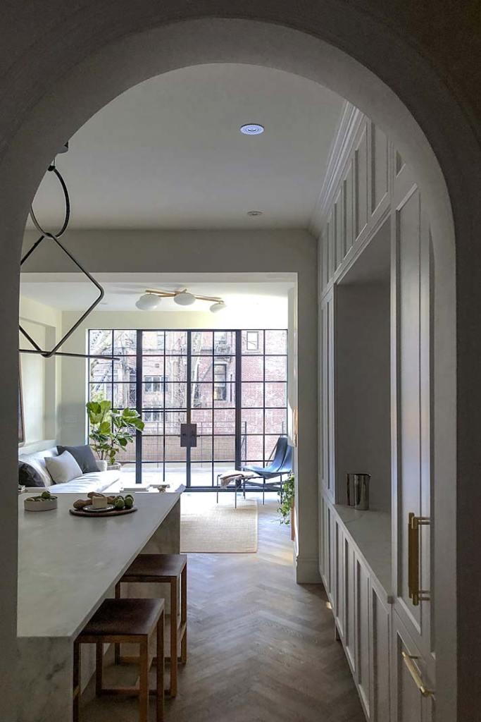 Przytulny apartament. Piękne łukowate zwieńczenia drzwi w kamienicy z XIX w.