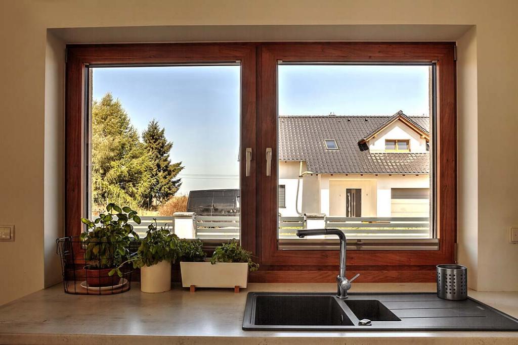 Plastikowe okna PCV w kuchni, model MSline+ marki MS więcej niż Okna