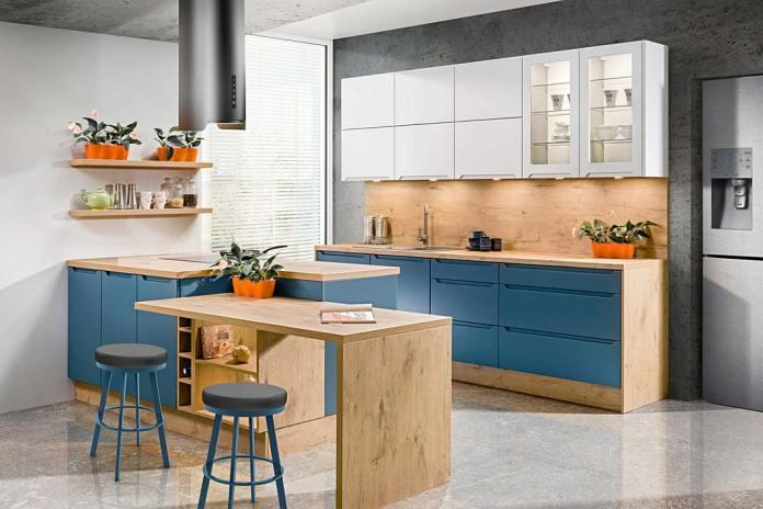 Połączenie frontów laminowanych i lakierowanych w szafkach kuchennych firmy KAM