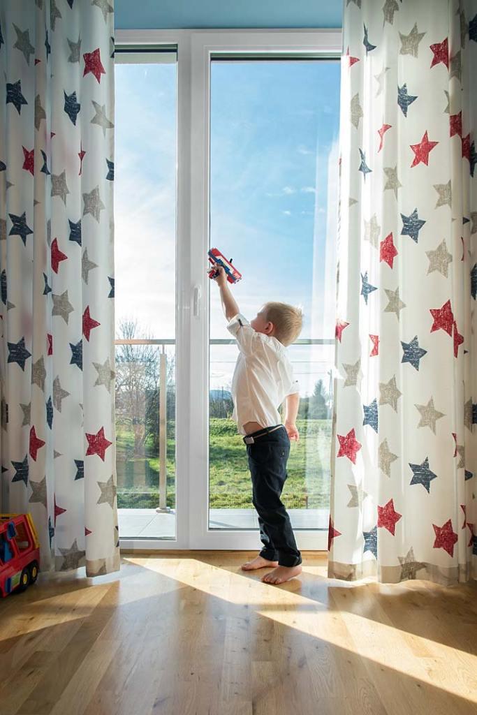 Duże okna w domu. Stolarka PVC z oferty Wiśniowski