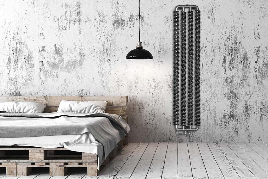 Sypialnia w stylu loftowym, aranżacja z grzejnikiem Spring marki Luxrad