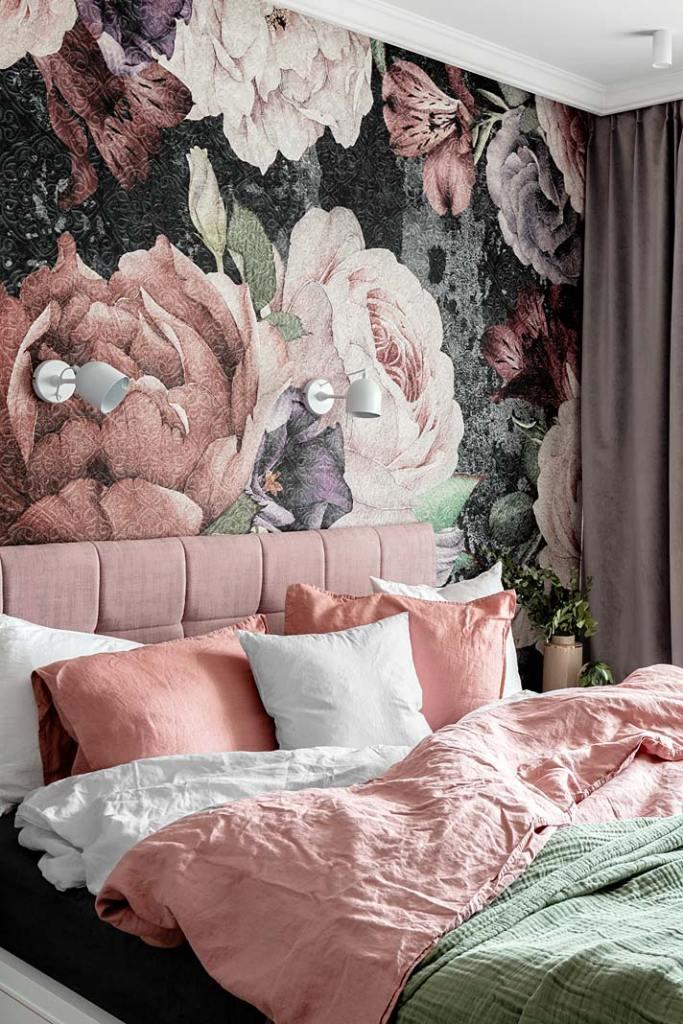 Tapeta kwiaty sypialnia, mieszkanie w bloku