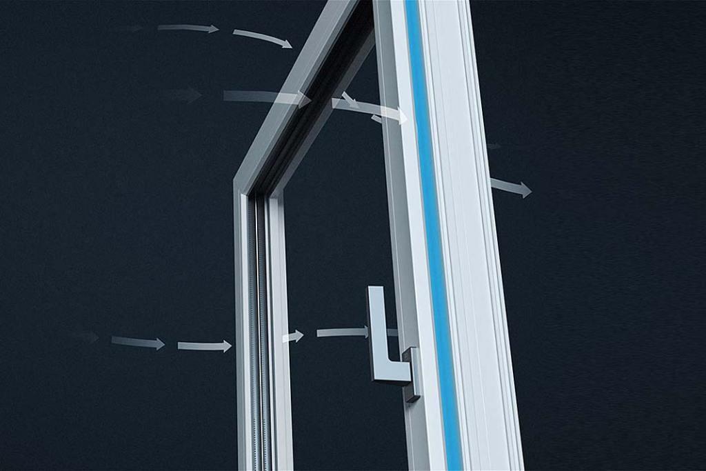 W łazience z oknem sprawdzi się system wentylacji obwodowej OKNOPLAST EffiAir