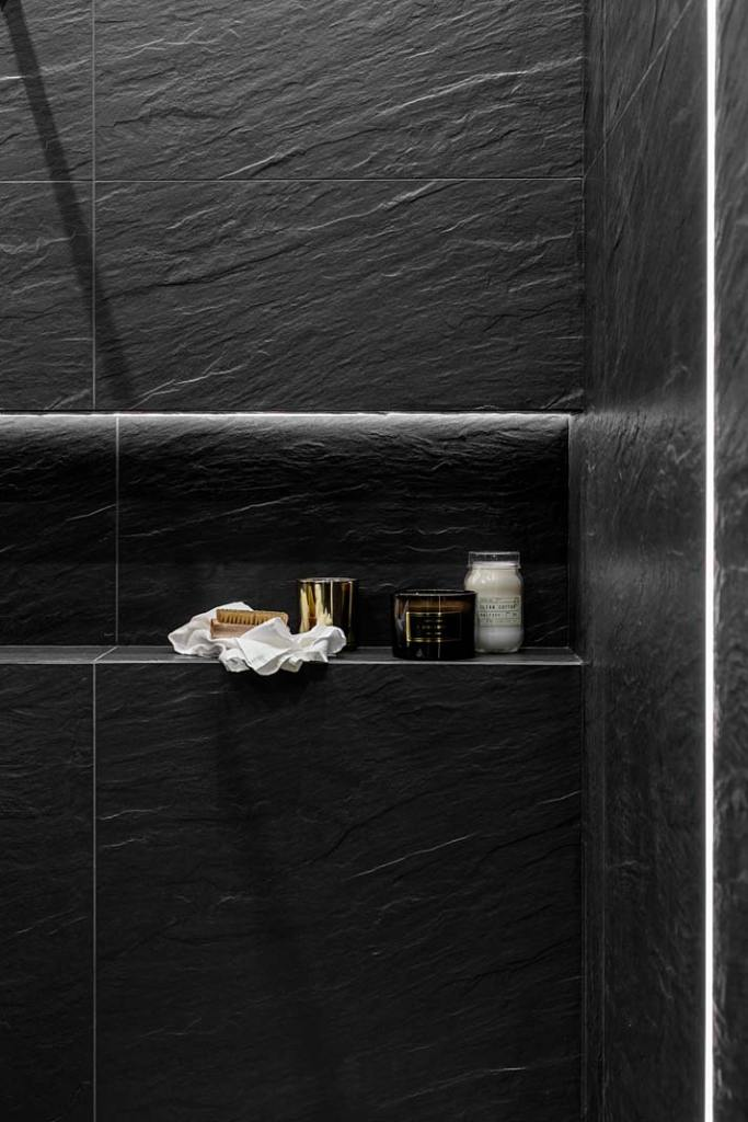 Półka wnękowa w kabinie prysznicowej. Projekt Magdalena Bigos-Smoszna, Idea by Mag