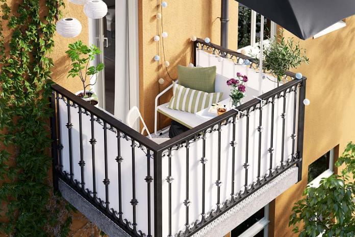 Balkon jak salonik, aranżacja z 2-osobową sofą Ingmarso od IKEA