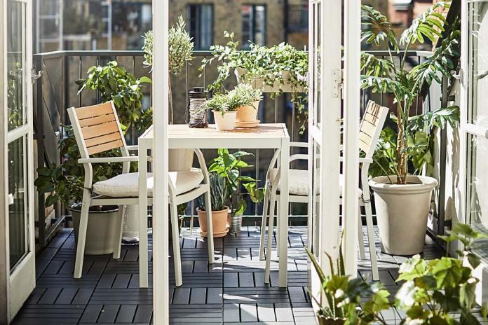 Jadalnia na balkonie, stół i krzesła Sjalland od IKEA