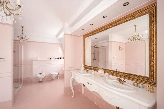 Luksusowy pokój kąpielowy, drewniane meble na wymiar firmy Akan