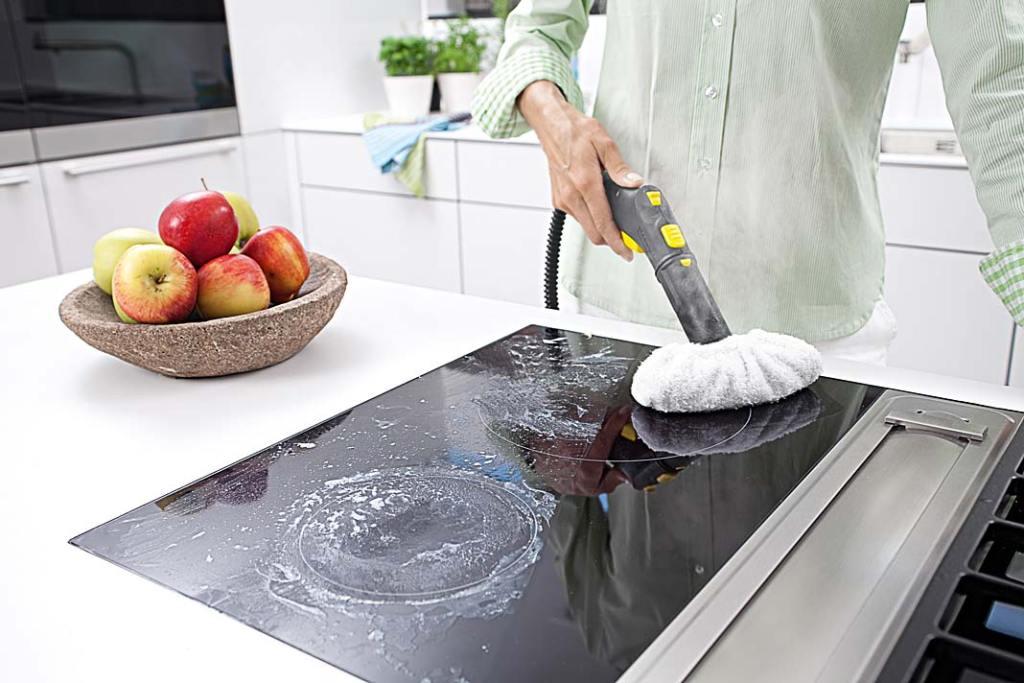 Nowoczesna kuchnia - czyszczenie płyty grzewczej parownicą Karcher SC 2 Deluxe Easy Fix Premium
