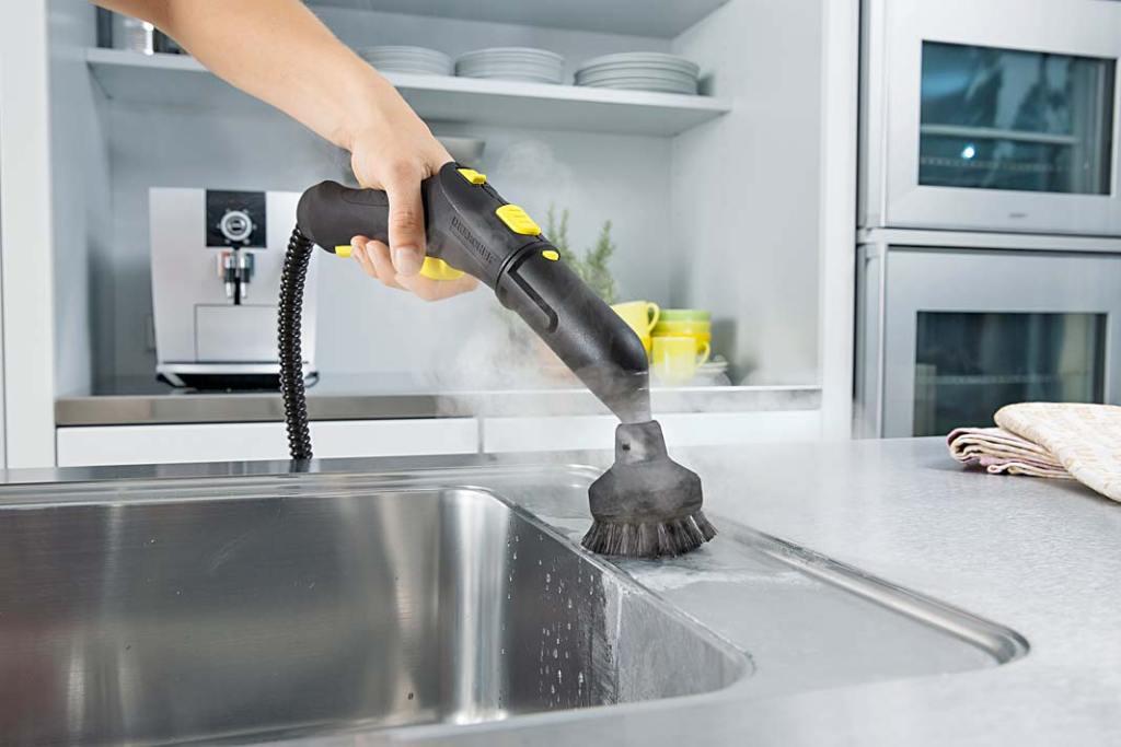 Nowoczesna kuchnia - czyszczenie zlewozmywaka parownicą Karcher SC 2 Deluxe Easy Fix Premium