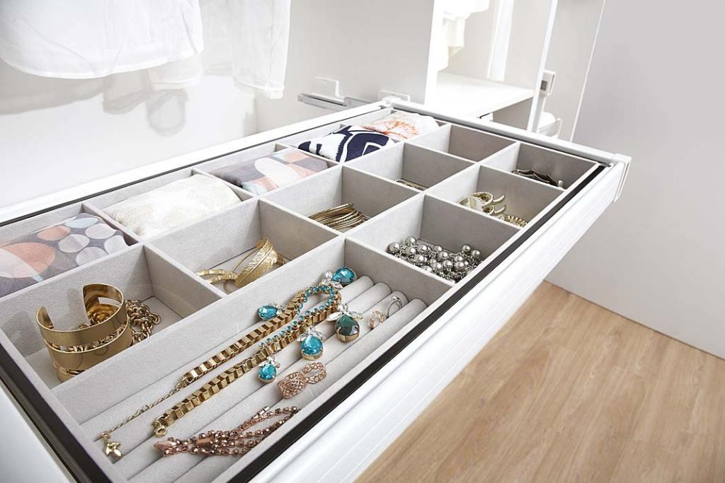 Porządek w garderobie z akcesoriami serii Elegant od Amix