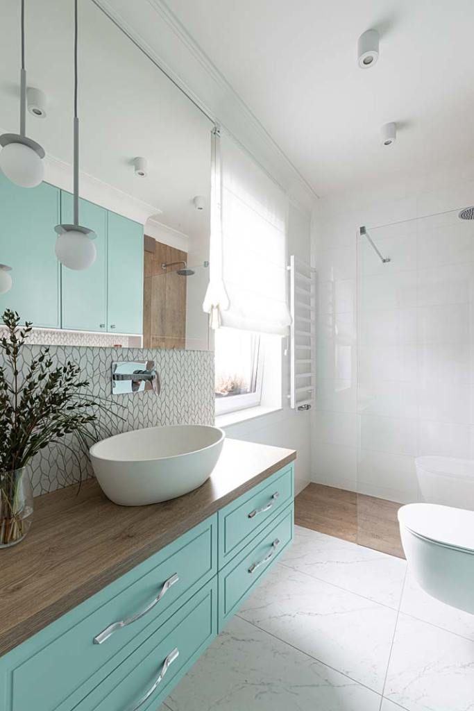 Przytulny dom dla rodziny - łazienka dla gości. Projekt Kowalczyk-Gajda Studio Projektowe