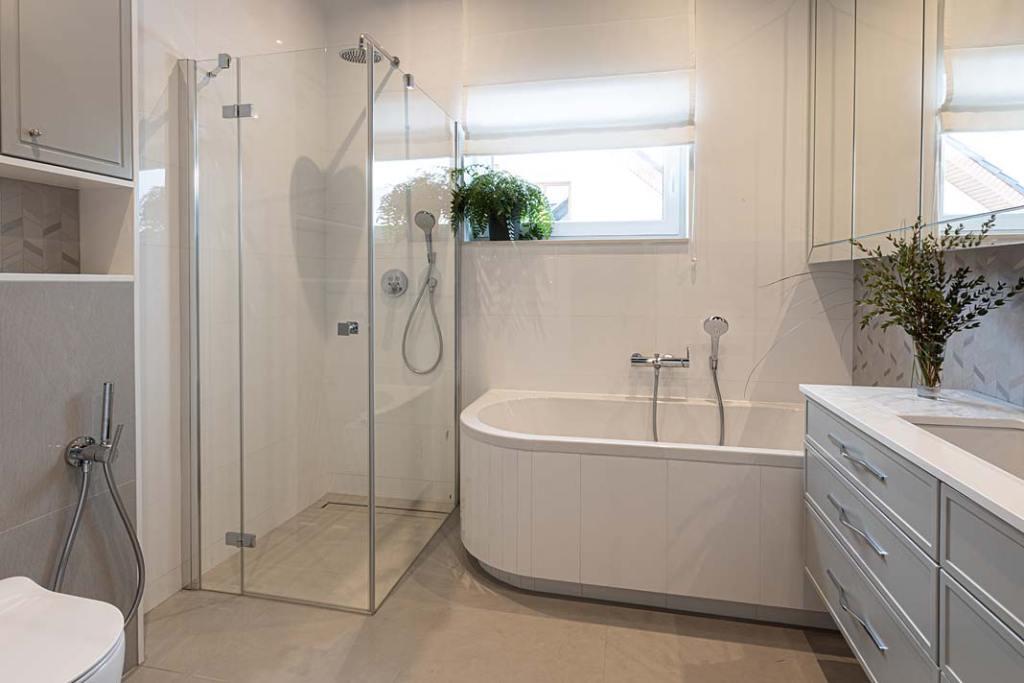Rodzinny salon kąpielowy. Projekt Kowalczyk-Gajda Studio Projektowe