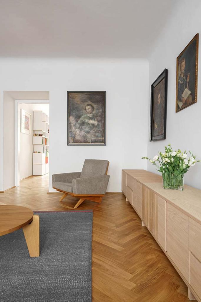 Salon w stylu vintage - komoda inspirowana brazylijskim modernizmem