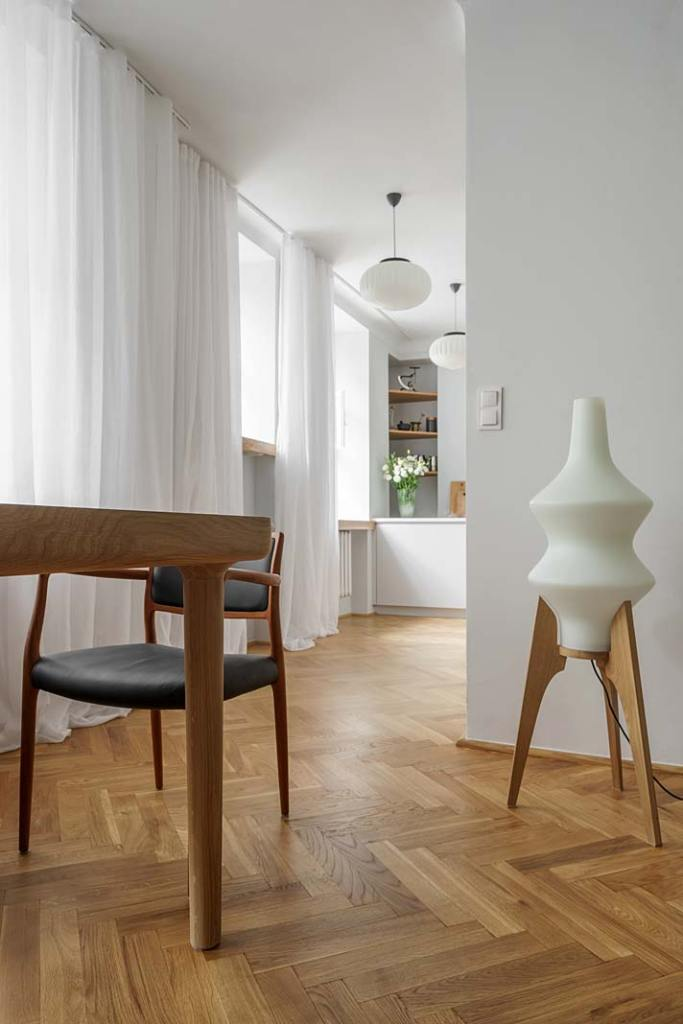 Salon w stylu vintage - lampa z dawnej Czechosłowacji