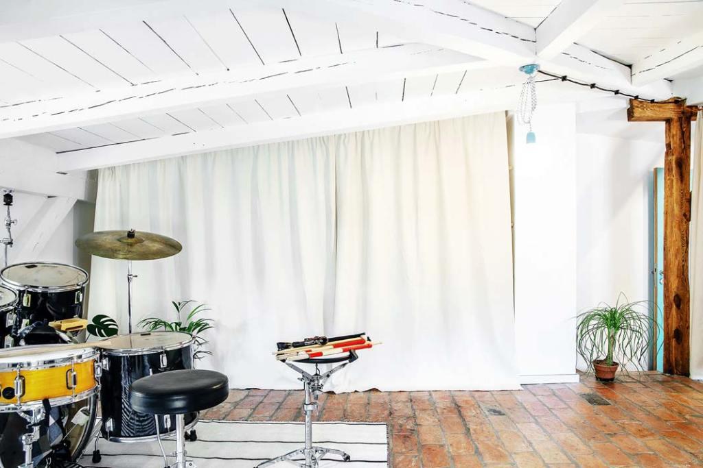 Studio muzyczne w mieszkaniu na strychu, 78 m kw. Projekt Atelier Starzak Strebicki