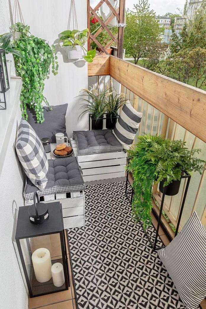Tak urządzisz mały wąski balkon, aranżacja marki Dekoria