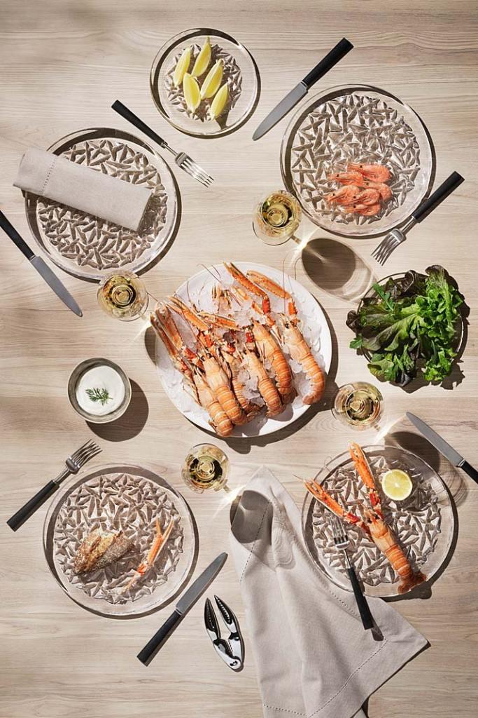 Zastawa stołowa. Talerze z kolekcji Carat marki Orrefors