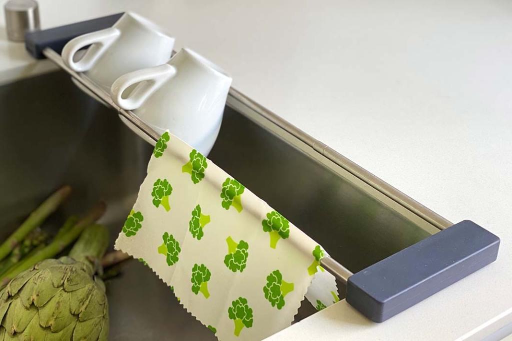 Zlewozmywak jednokomorowy z organizerem drip.it od Sanni Shoo