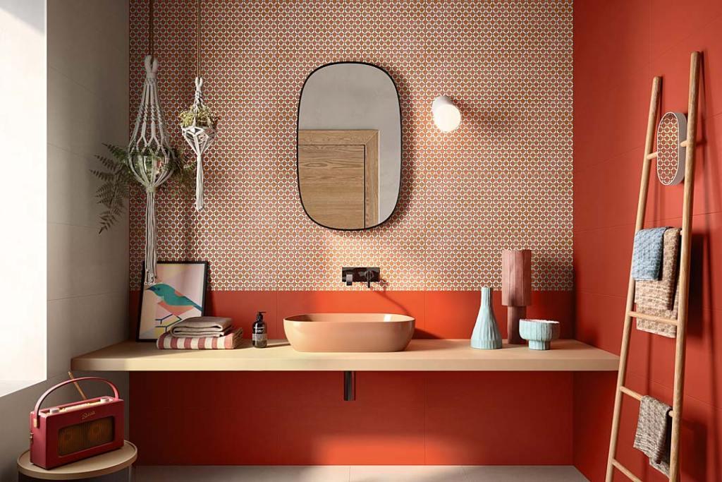 Kolor w łazience. Aranżacja z płytkami Naxos Ceramica, Decor Coral