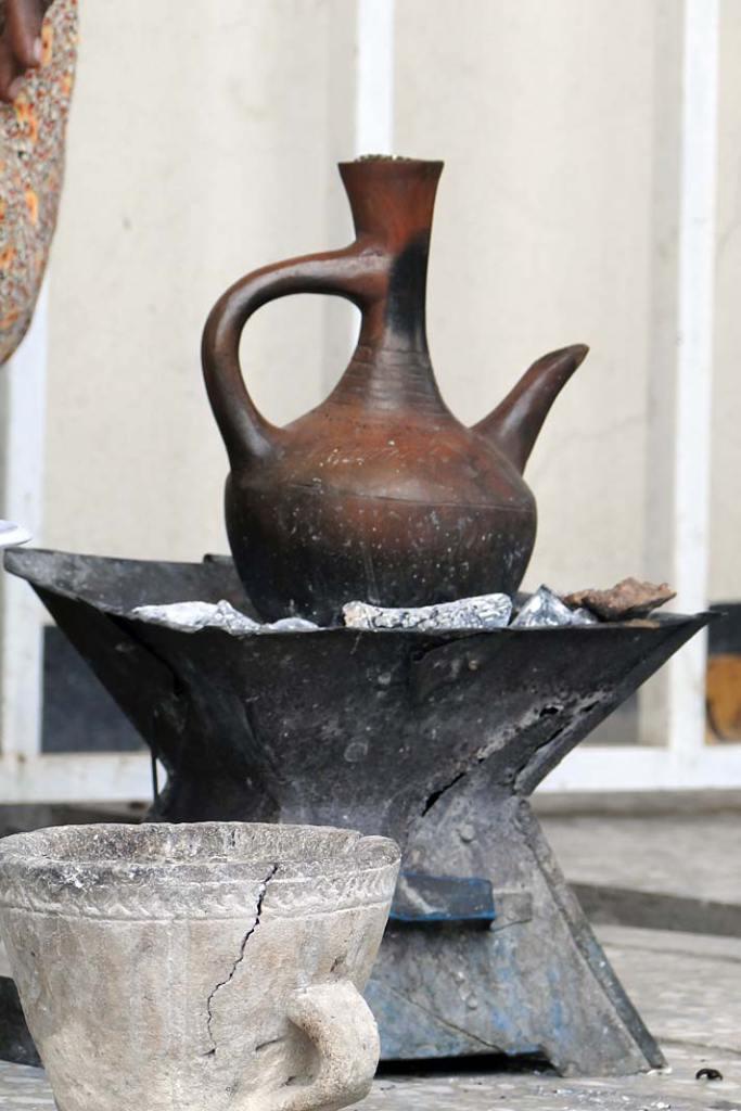 Buniarka – gliniane naczynie doprzetrzymywania ilekkiego ogrzewania sparzonej wcześniej kawy