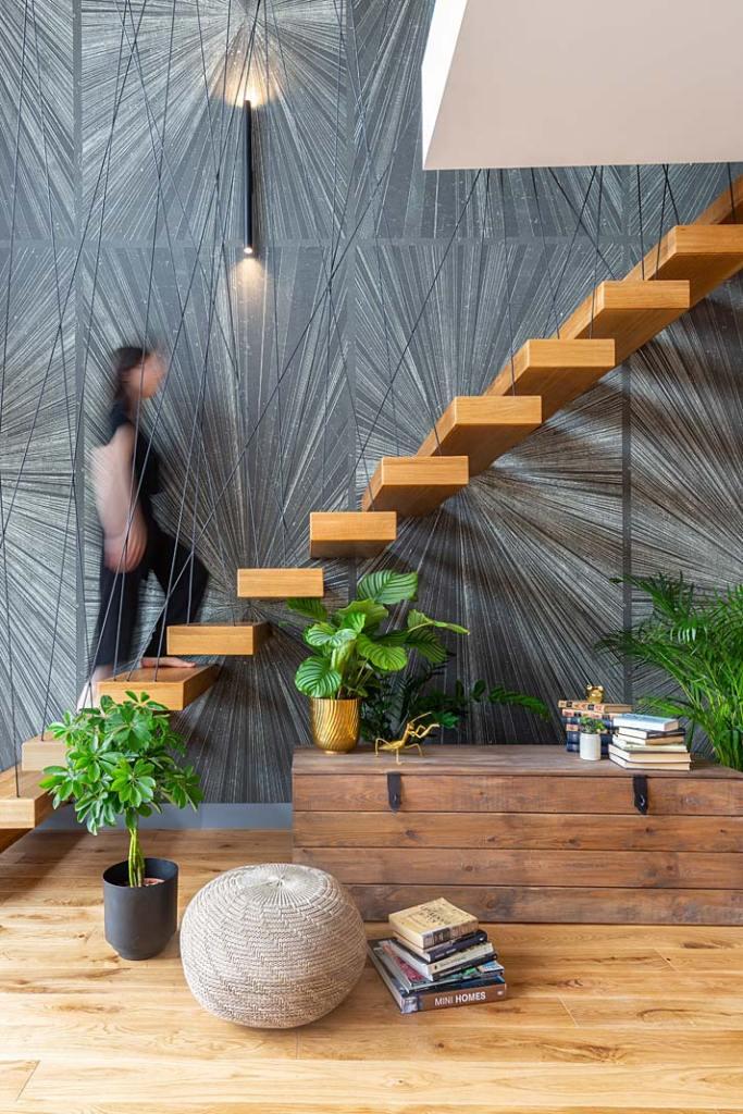 Eleganckie schody w apartamencie pokazowym sPlace Park. Projekt Decoroo. Fot Pion Poziom