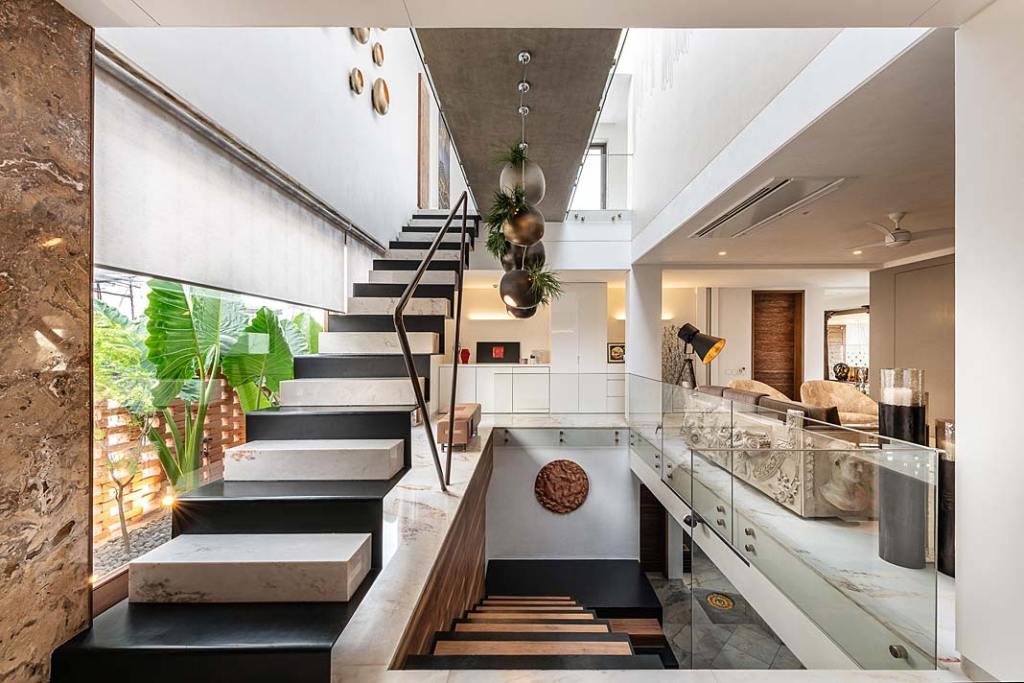 Eleganckie schody wewnętrzne. Projekt NA Architects, Boca do Lobo