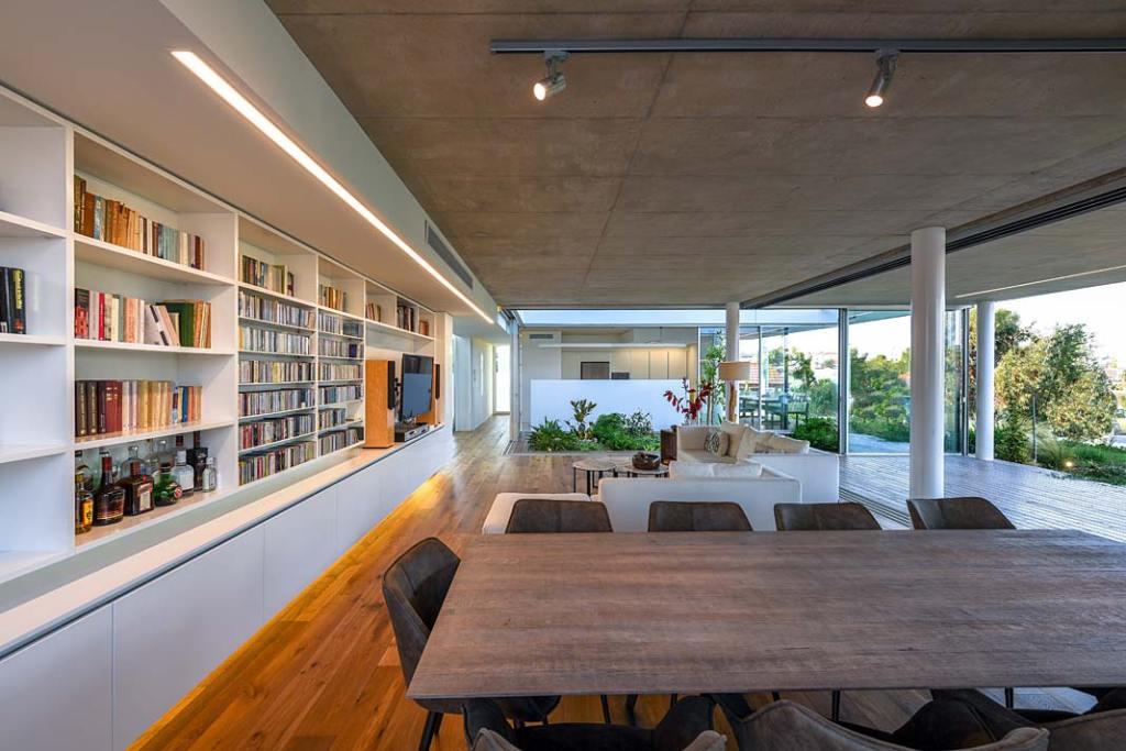 Garden House, salon połączony z jadalnią. Projekt Christos Pavlou Architecture