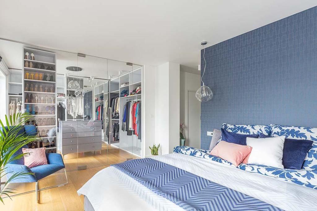 Garderoba w sypialni. Projekt Decoroom