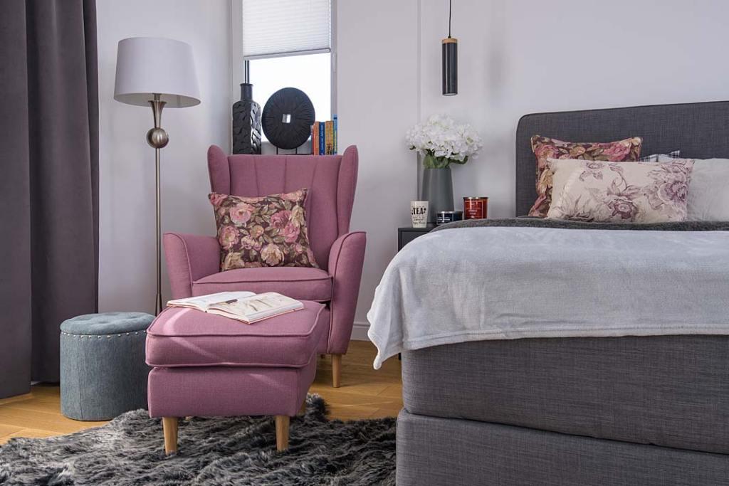 Kącik czytelniczy w sypialni, aranżacja z fotelem Fido Gala Collezione