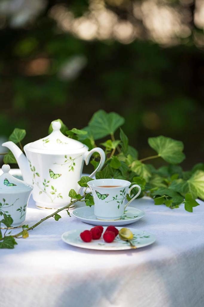 Kącik kawowy na tarasie. Serwis kawowy Margaret G665 Magiczny Ogród od Porcelany Ćmielów