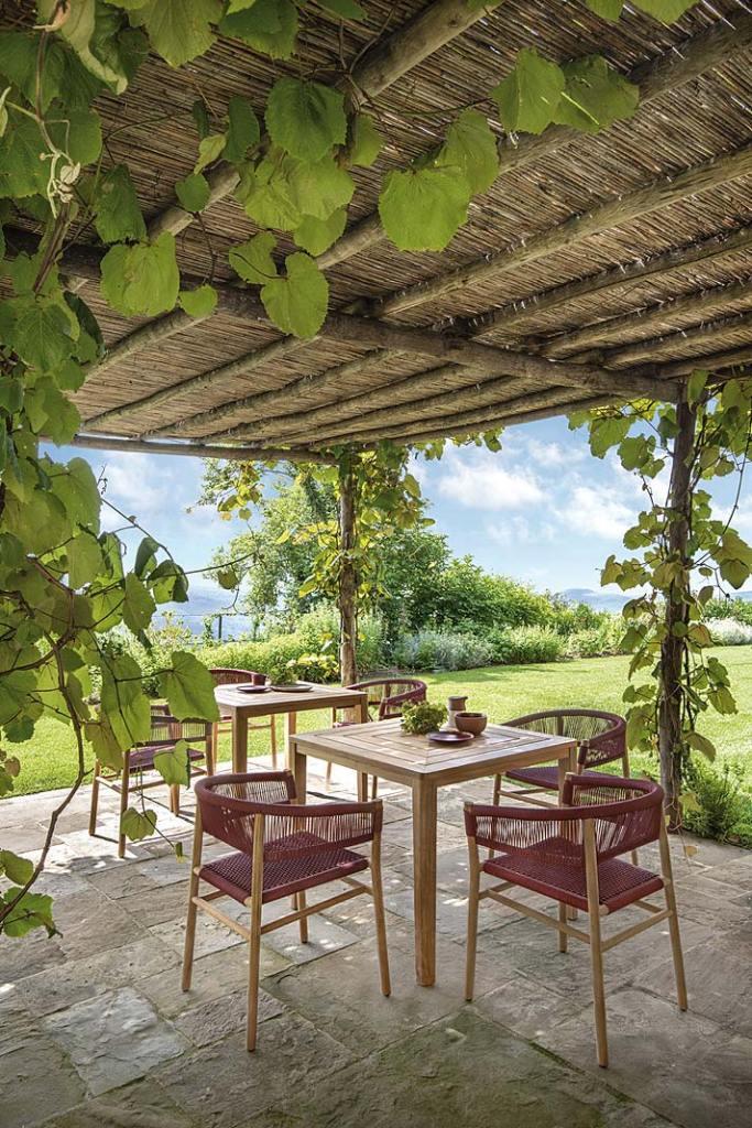 Krzesło Kilt od Ethimo dostępne w wersji Dining i Lounge