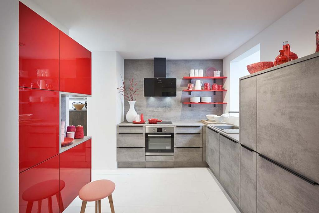 Meble kuchenne w kolorze Rosso i cementowej szarości od Nolte Kuchen