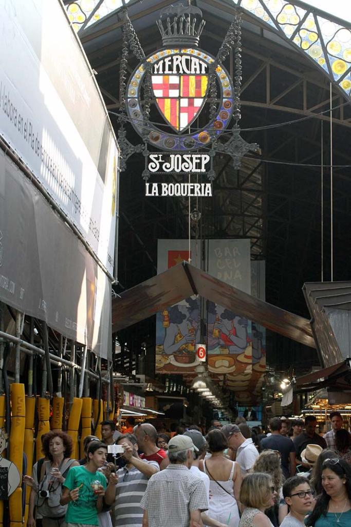 Atrakcje turystyczne Barcelony. Mercat de la Boqueria, najsłynniejszy bazar stolicy Katalonii
