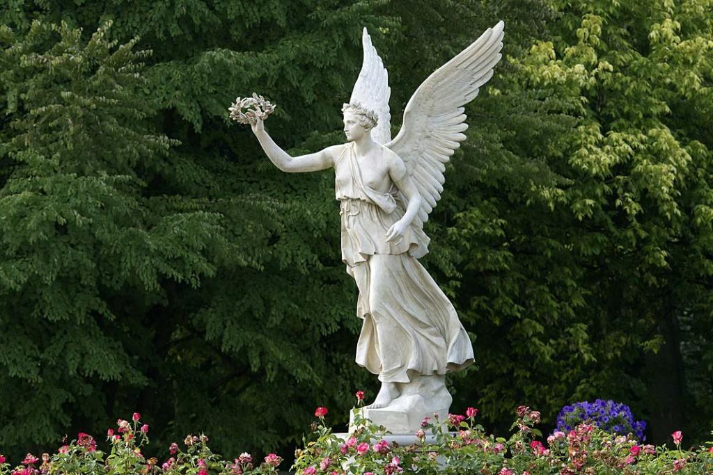 Monumentalna figura bogini zwycięstwa Wiktorii
