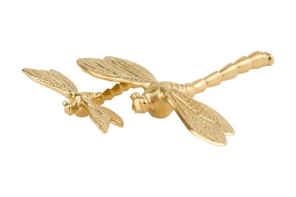 Letnie inspiracje do łazienki. Mosiężne uchwyty meblowe Dragonfly od PAP Deco