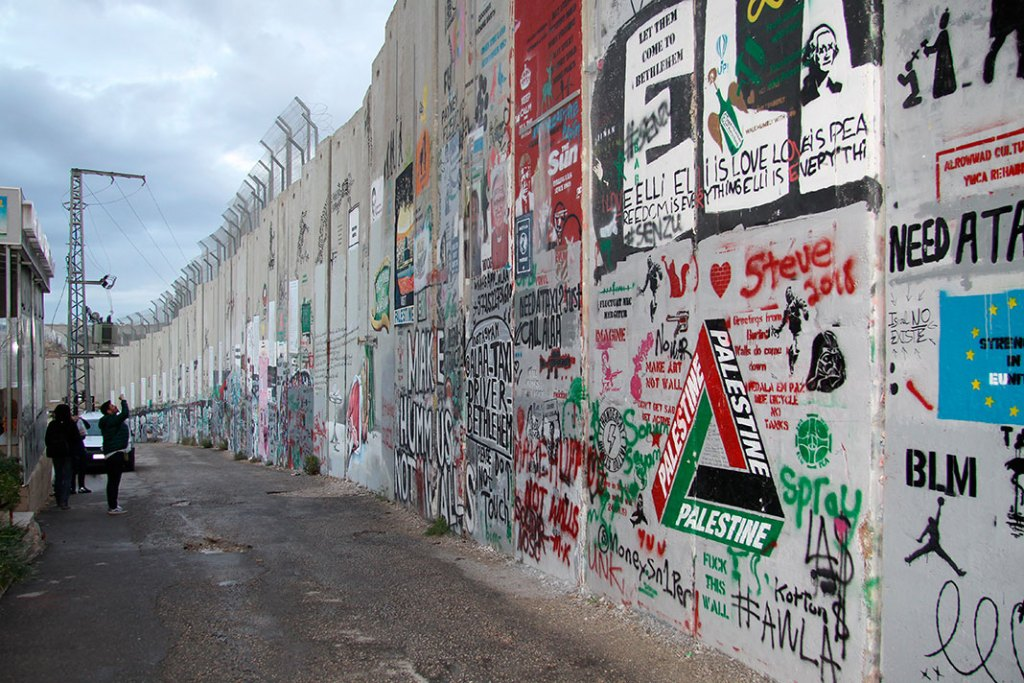 Mur bezpieczeństwa – jedna znajchętniej fotografowanych atrakcji Betlejem