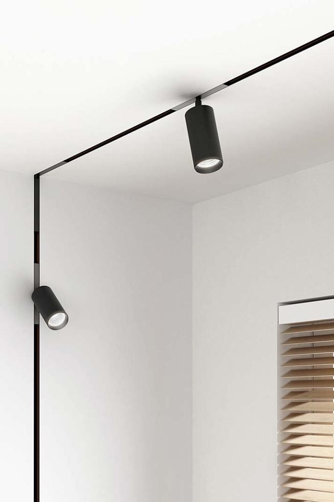 Nowoczesne oświetlenie domu, reflektorki PET od AQForm zamontowane na szynoprzewodach