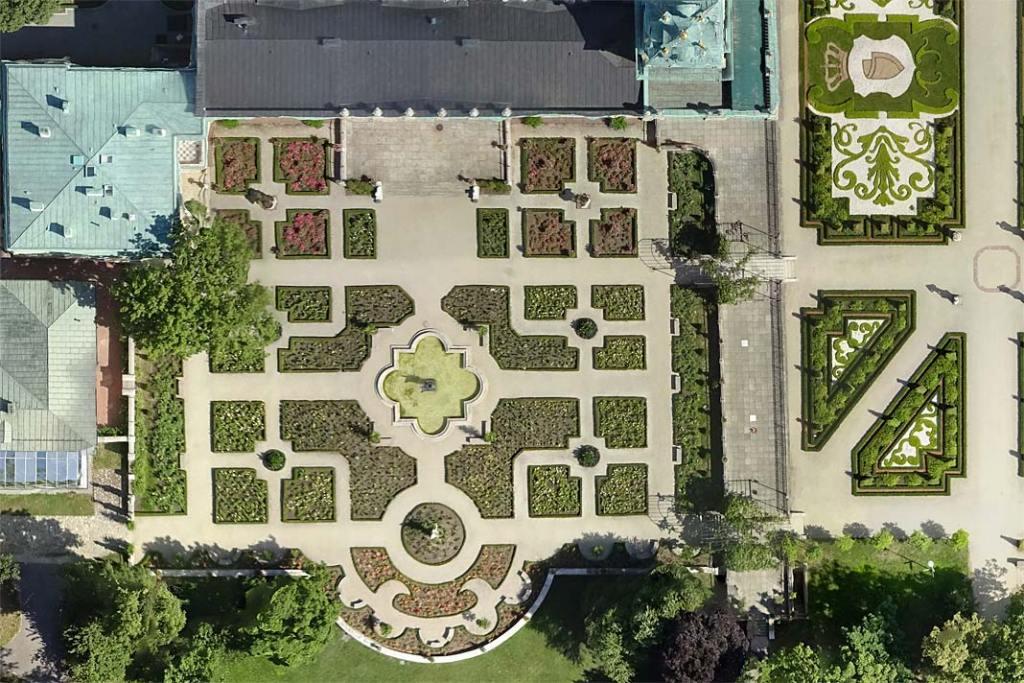 Ogród różany pałacu w Wilanowie, widok z góry