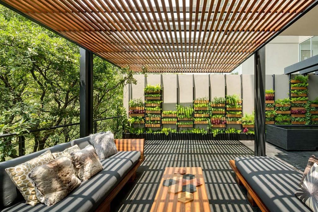 Ogród wertykalny na tarasie Villi Jardin. Projekt ASP Arquitectura Sergio Portillo