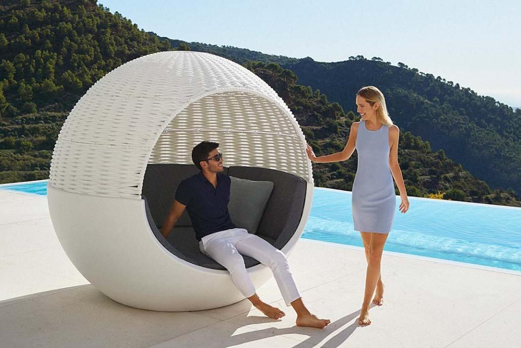 Ogrodowe łóżko Moon marki VONDOM