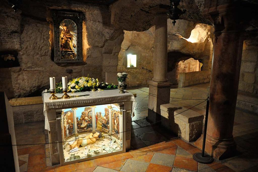Ołtarz w starej części Sanktuarium Groty Mlecznej w Betlejem